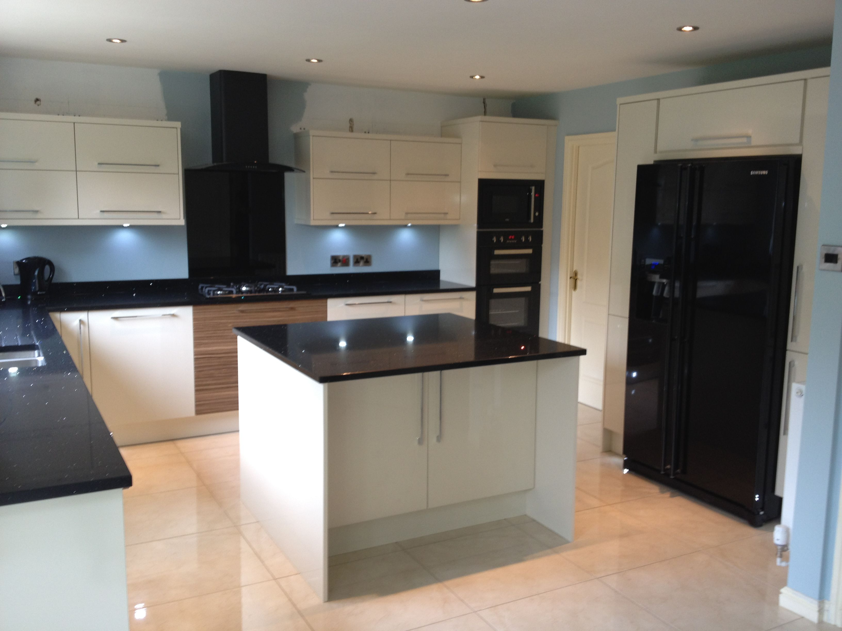 Best Interior Designers In New York City Ny Metro Area White Kitchen Remodeling Black Appliances Kitchen Kitchen Remodel