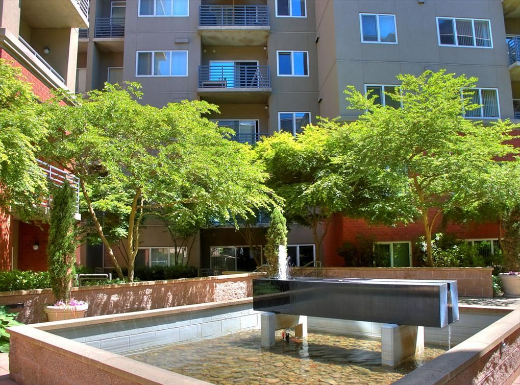 AMLI at Bellevue Park, a luxury apartment community near