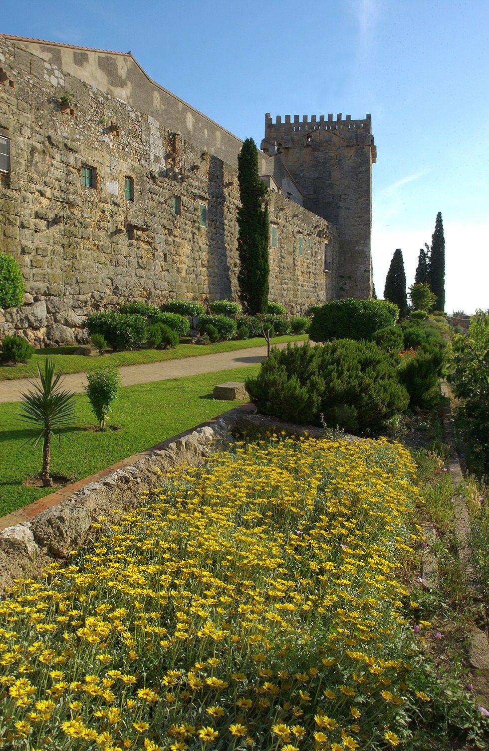 A los pies de la muralla de #Tarragona