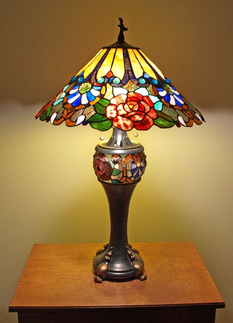 Tiffanyhomedecor Com Rose Style Tiffany Table Lamp 289 95 Http Www Tiffanyhomedecor Com Rose Style Tiffany Style Lamp Antique Lamps Stained Glass Lamps