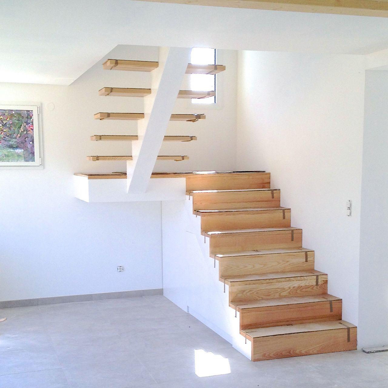 L Escalier Fini En Attente De Garde Corps Escalier Demi Tournant Interieurs En Beton Et Amenagement Escalier