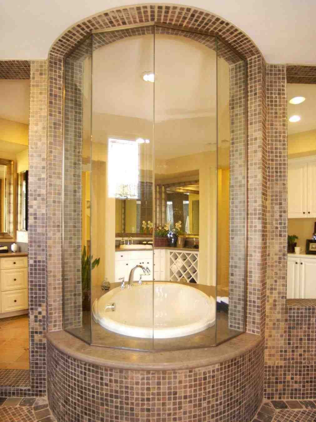 This Jacuzzi Tub With Rain Shower Big Steam Shower Room With Whirlpool Tub 9007 Image 13 Small Bathroom Des Japanese Soaking Tubs Modern Tub Soaking Tub