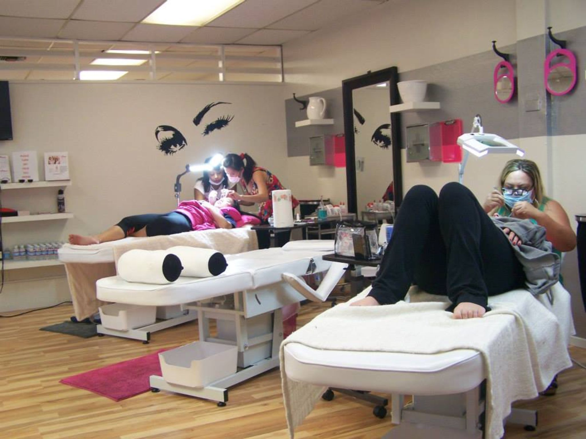 Eyelash extension classes sign up today at wwwmiasminks