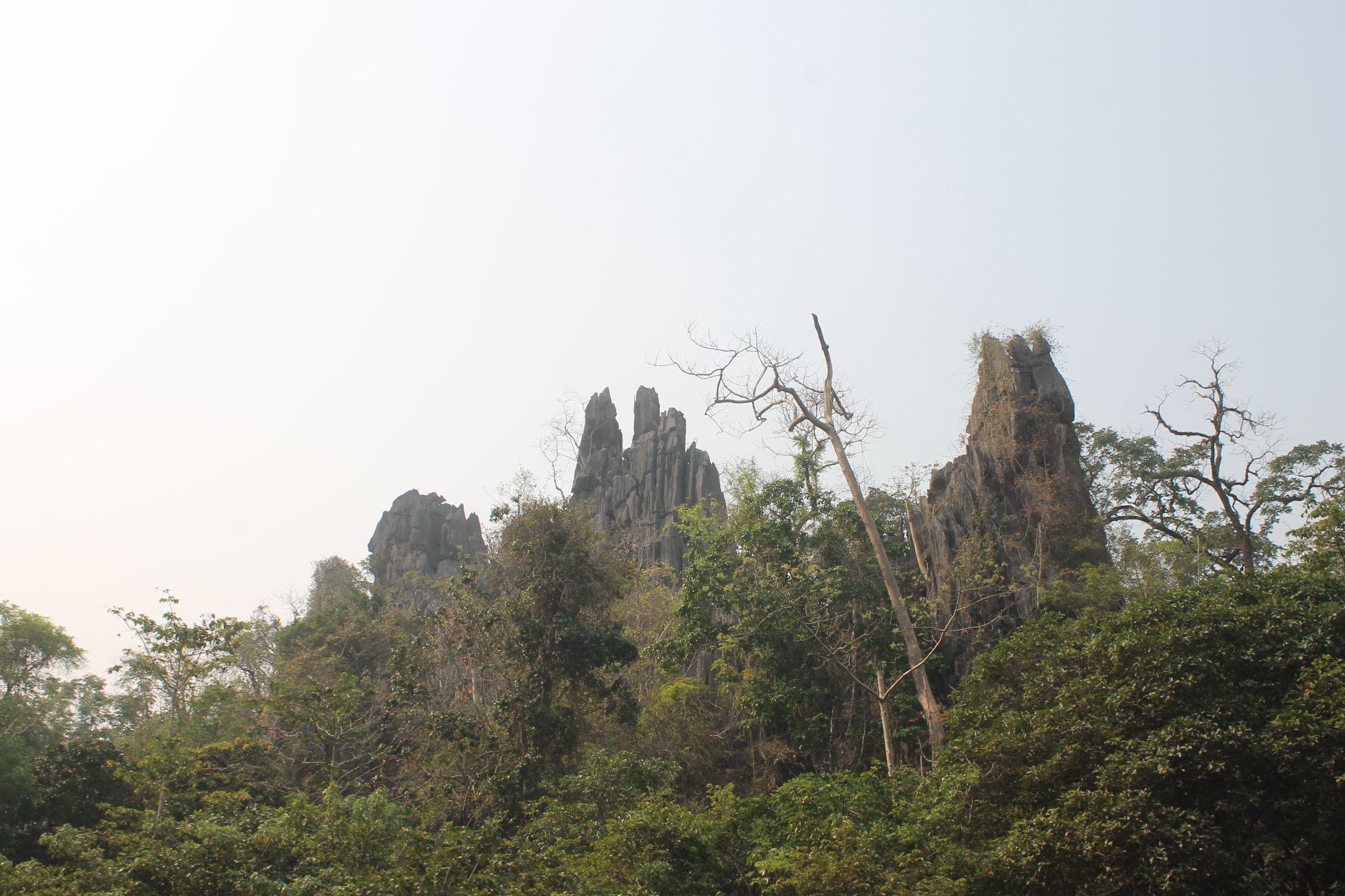 Las montañas cerca de Takhek