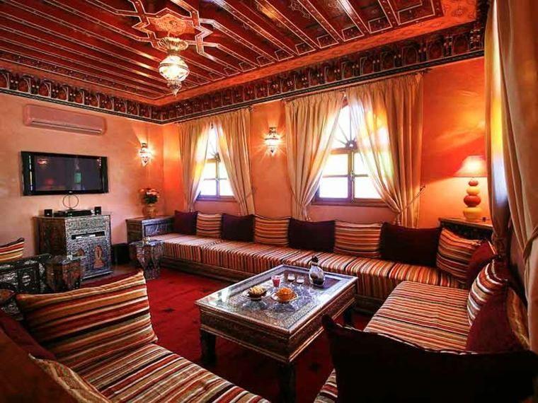 Salon moderne oriental d\'inspiration marocaine   Grand canapé ...