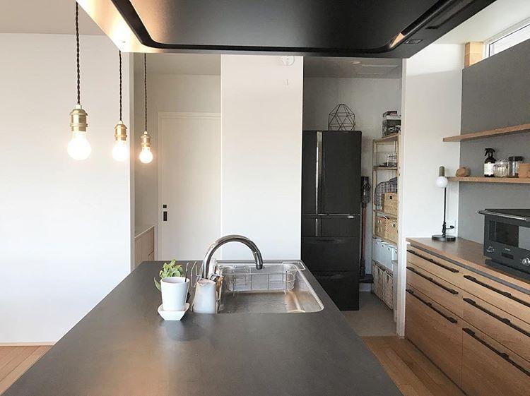 Makiさんはinstagramを利用しています ダイニング部分 キッチンはリシェルsi 黒いので汚れが目立たなくてよかったです 収納もたっぷり ダイニング キッチン リシェルsi ダイニングテーブル Actus キッチン収納 マイホーム 住宅 間取り 平屋の
