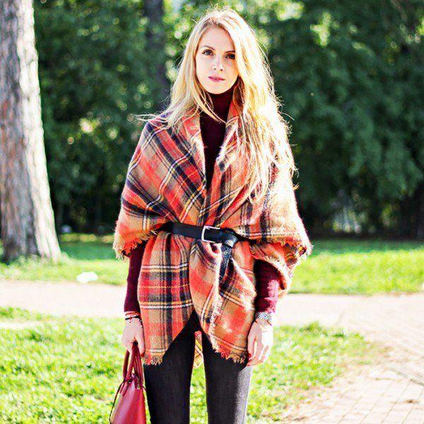 防寒対策だけでなく、ファッションの一部としても優秀なストール。華やかな上に小顔、脚長効果も狙えるとあって冬にかかせないアイテムとなっています。でもどうやって巻けばいいんだっけ?と思っている方も多いのではないでしょうか。今回はストールの巻き方と様々なコーデをご紹介します。