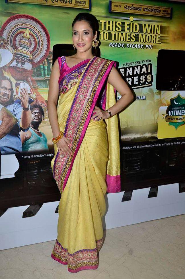 SRK promotes Chennai Express, full filmi style | Saree ...