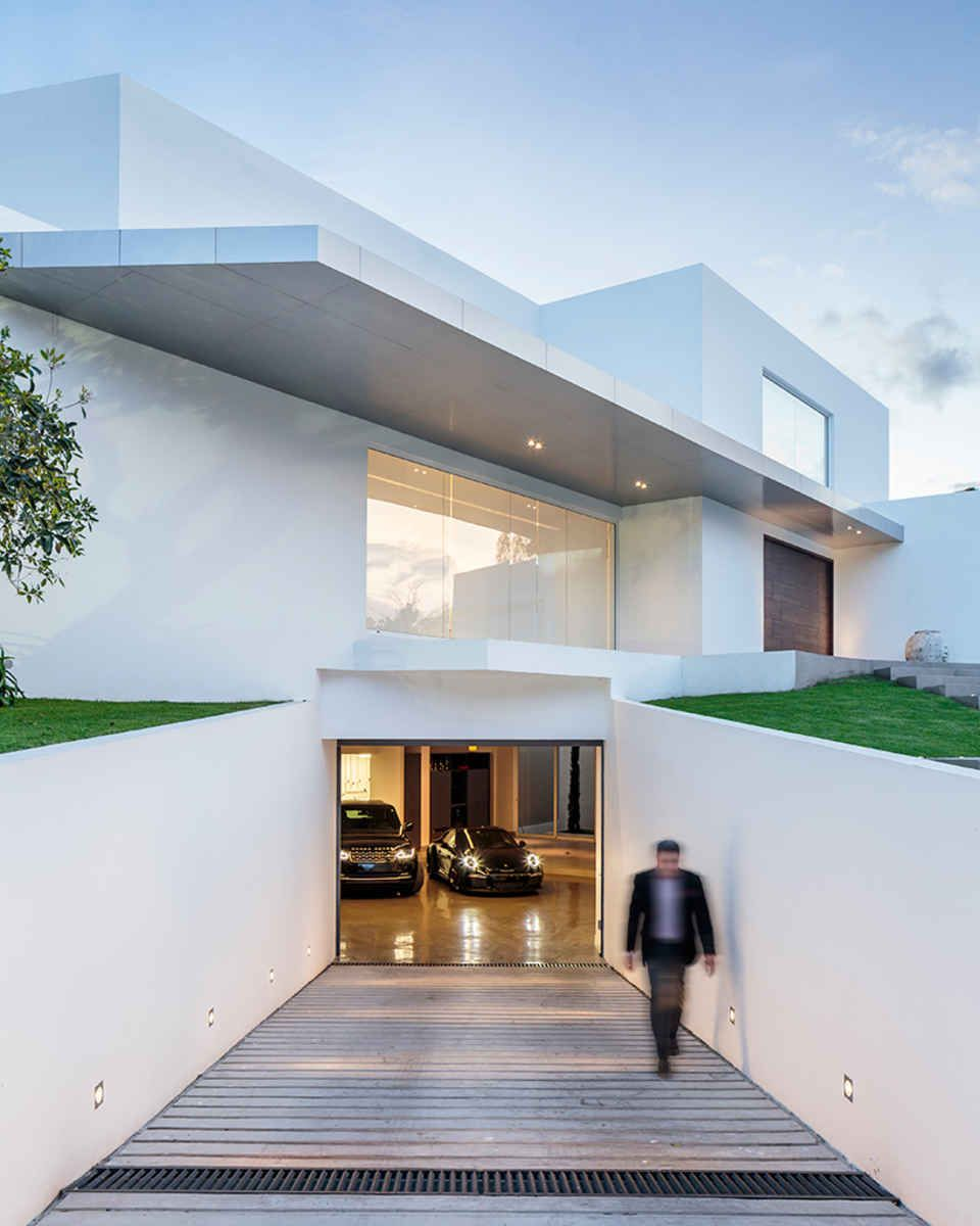 Home Garage Design Ideas: This Ecuadorian Mansion Comes With A Ridiculously Cool