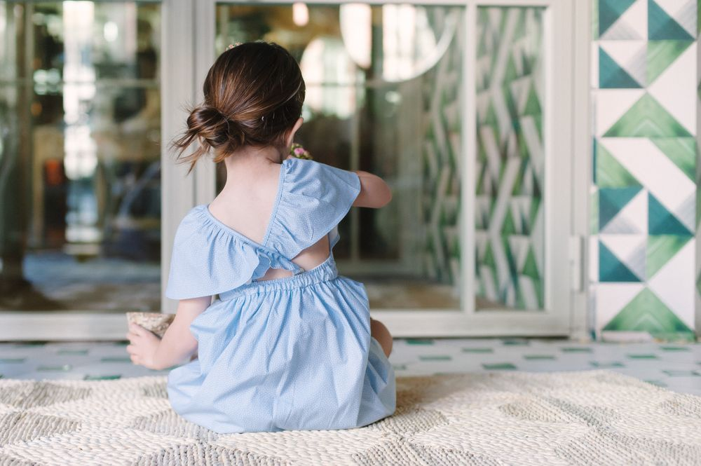 """Vestido mangas """"hada"""" y espalda cruzada puntitos azul via LAUPERS. Click on the image to see more!"""