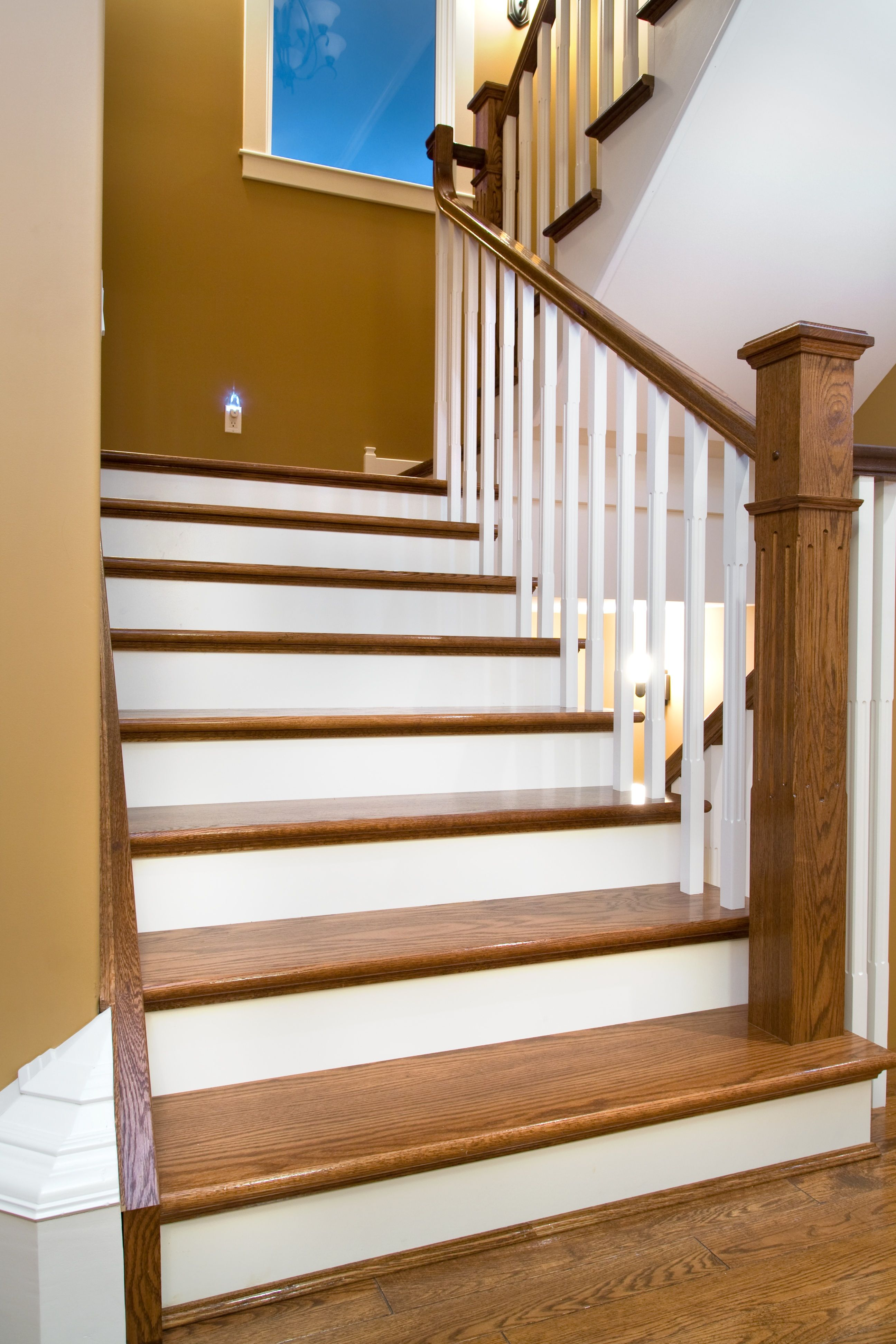 Beautiful Distinctive Interiors   Custom Matched Oak Stair Materials With White Risers  And Spindles