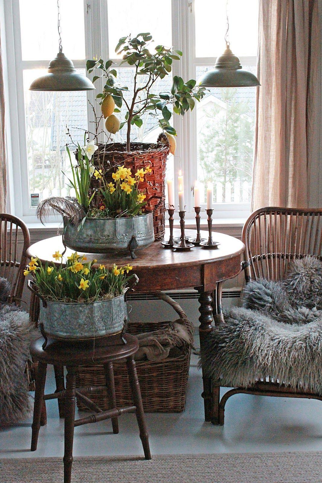 Jeg er typen som liker forskjellige stiler og rustikkstil...ja det eren stil jeg liker mer...og mer :)  Det gamle bordet har dere sikke...