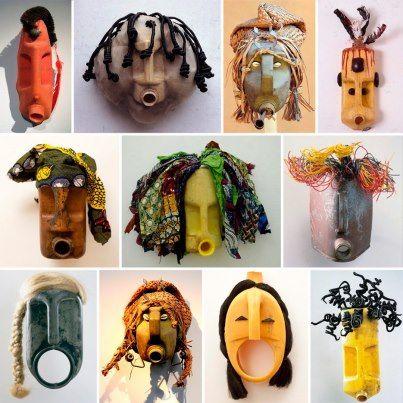 Romuald Hazoumé, maschere realizzate recuperando le taniche abbandonate dai contrabbandieri di petrolio tra Nigeria e Benin