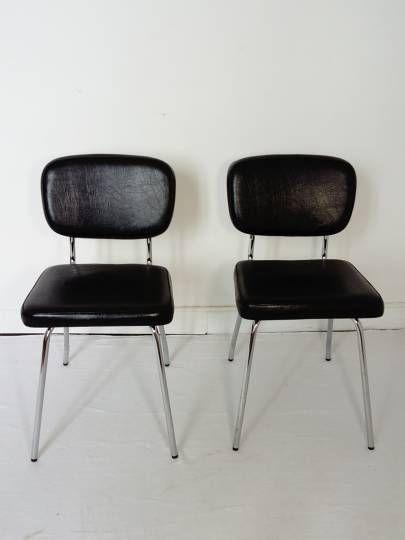 Chaises Skaï noir et Chrome Vintage : Paire de chaises en