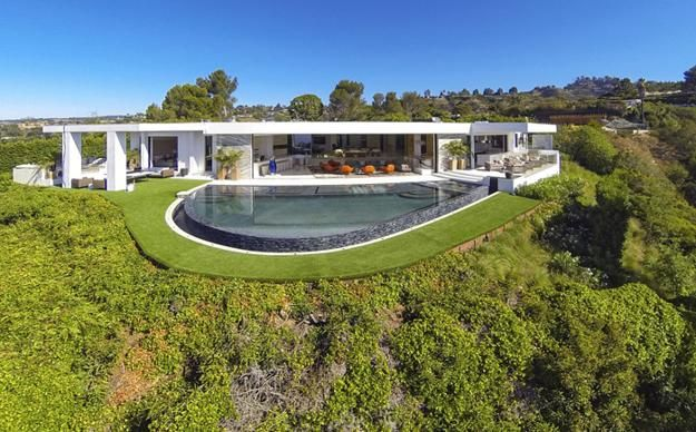 Enormous Modern House With Spectacular Views Of Los Angeles And Unique Decor Mansions Beverly Hills Mansion La Mansions