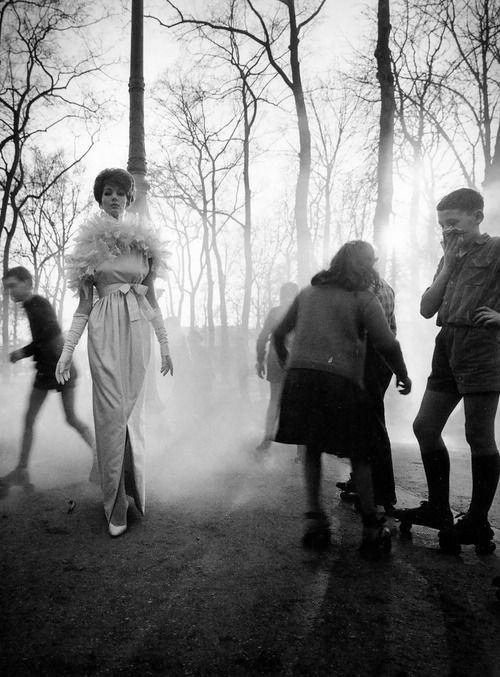 Paris, 1960. Photo: William Klein.