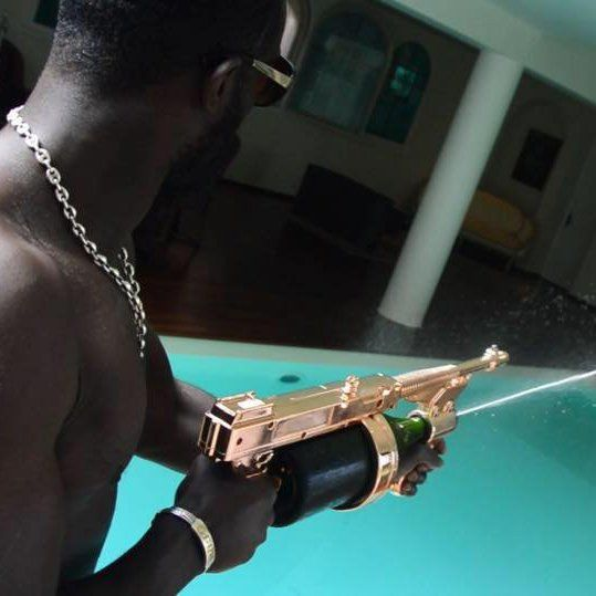 This party weapon, completely harmless, can be reloaded with any Champagne Brand's Magnum bottle and can work either with a service spout or a diffuser.3 uses:Champagne Showers: 16 to 23 feet spray for 45 seconds.Champagne Service: An original accessory, elegant and exuberant to serve champagneChampagne Display: Beautiful and stylish decoration, to display any magnum of champagne on a bar or dining table, or can be use a a centerpiece.