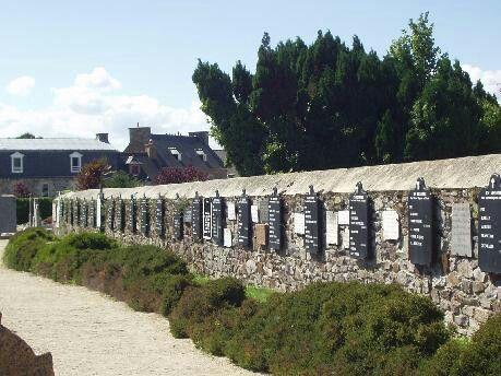 Mur Des Disparus Ploubazlanec Cote D Armor Paysage Paimpol