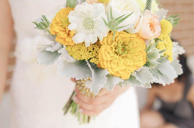 Wedding Flowers – Margaret   Jeremy | Cambridge Mill | http://livingfresh.ca/blog/2014/02/18/wedding-flowers-margaret-jeremy-cambridge-mill/ Photography - Nikki Mills