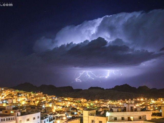 زخات أمطار رعدية بأجزاء م ختلفة من البلاد ليلة الج معة السبت Instagram Photo Instagram Posts