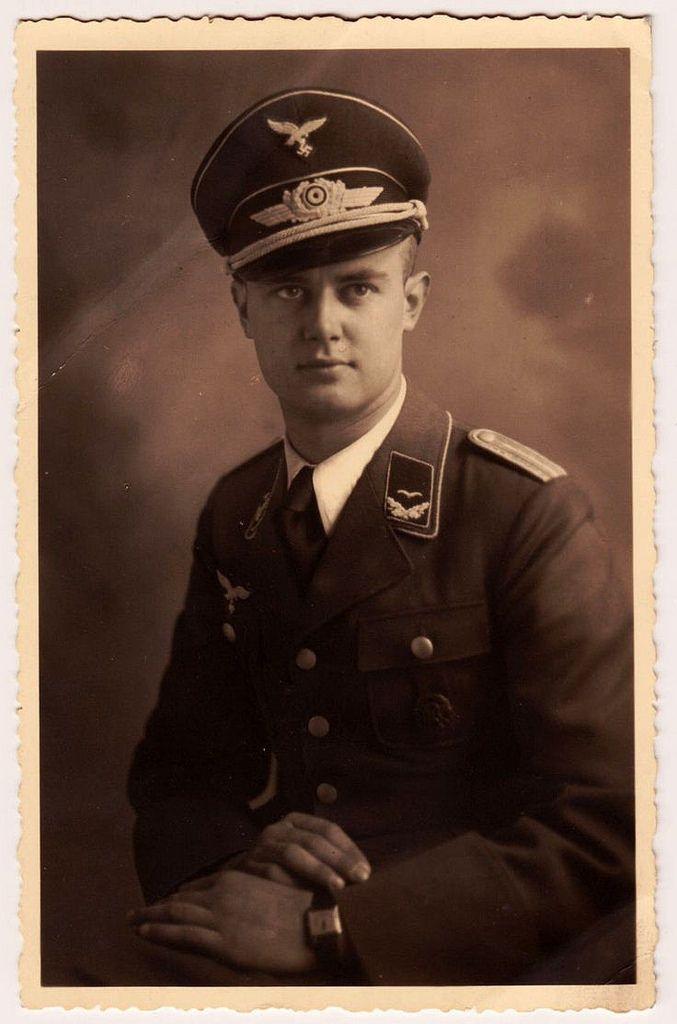 """Portrait d'un """"Leutnant"""" de la Luftwaffe."""