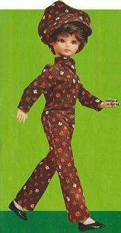 Bella in jaren '70 broekpak outfit.