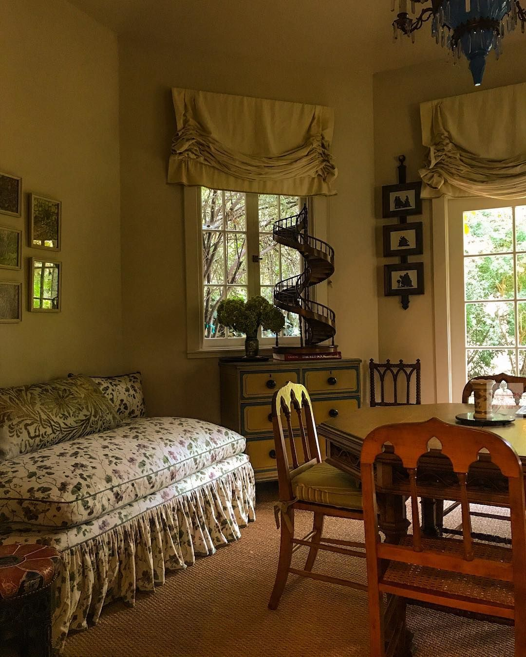 english cottage style english cottage interiors. Black Bedroom Furniture Sets. Home Design Ideas