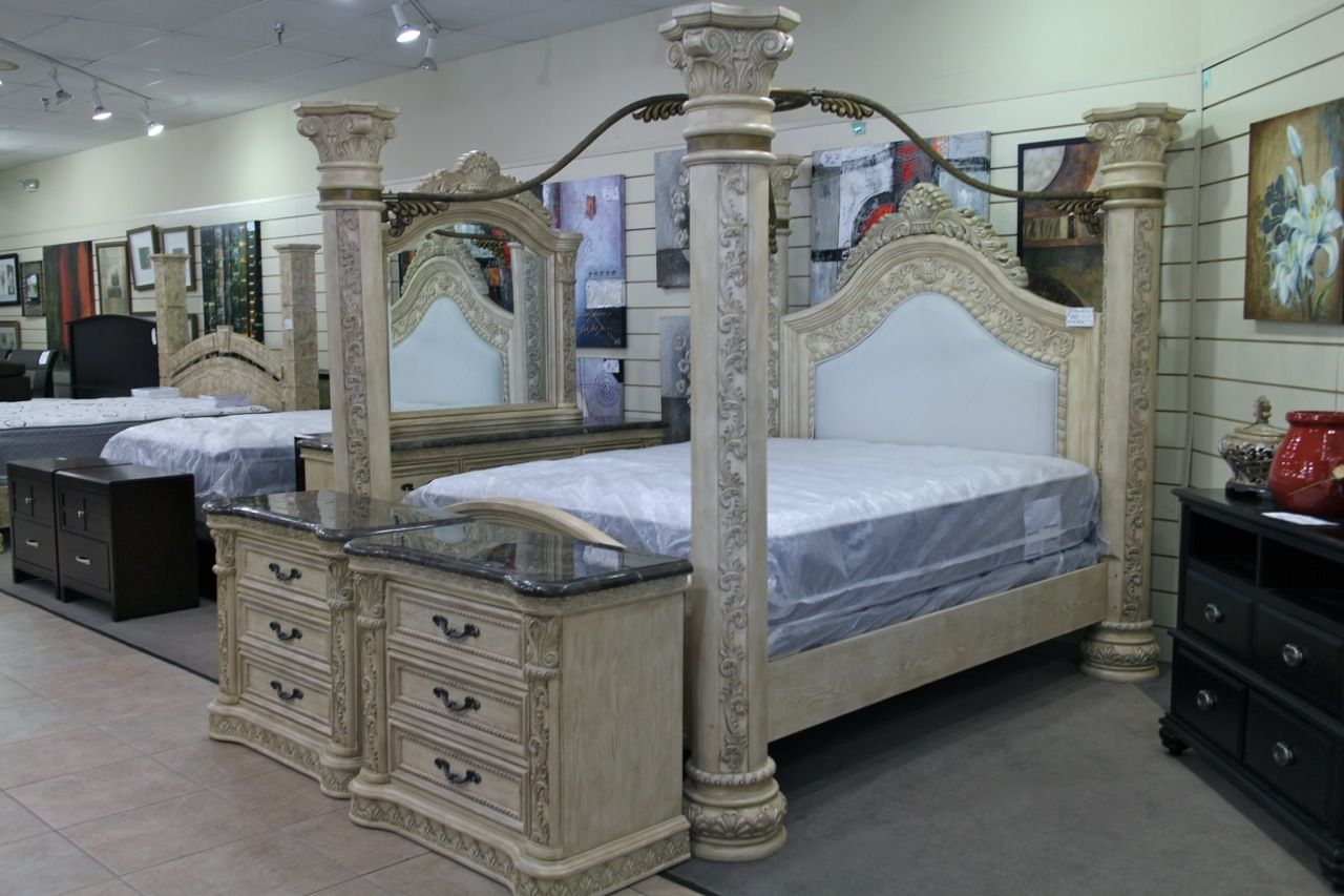 King canopy bedroom set colleen 39 s classic consignment for Bedroom furniture 89117