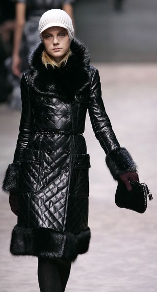 a7ea3b12fc1 Burberry Prorsum - Quilted leather coat with black fox collar