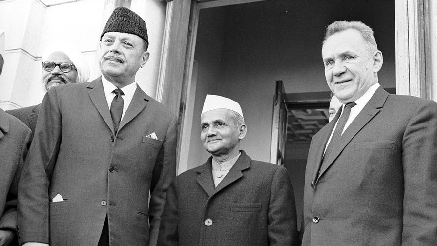 From left to right: President of the Islamic Republic of Pakistan Muhammad Ayub Khan, the prime minister of independent India Lal Bahadur Shastri and Chairman of the USSR Council of Ministers, Politburo member Alexei Kosygin before the Tashkent Summit of Heads of Governments of India and Pakistan, with the mediation of the Soviet Union, the purpose of which - the settlement of the Indo -Pakistan conflict of 1965
