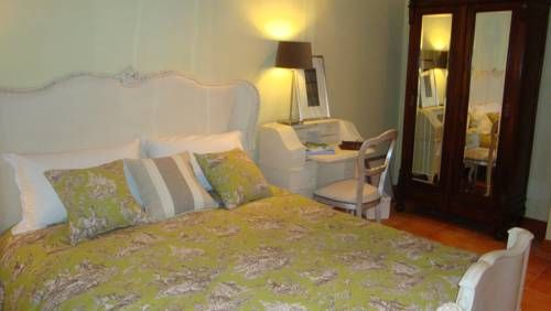 Bed&Breakfast-Roma-Oltre Il Giardino Casal Palocco Set in a peaceful suburb of Rome, only 10 minutes' drive from the beaches of Ostia, Oltre Il Giardino is surrounded by a 250 m² garden. This guesthouse offers rooms with a flat-screen TV and free Wi-Fi.  The air-conditioned rooms have classic décor.