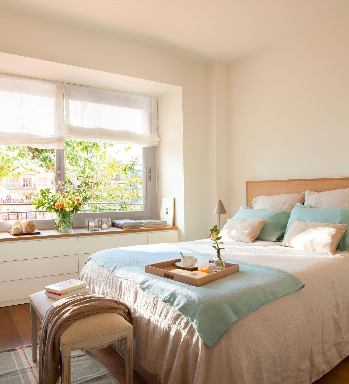 Cama vestida con ropa de cama en beige y azul w00429282 for Cuartos decorados azul
