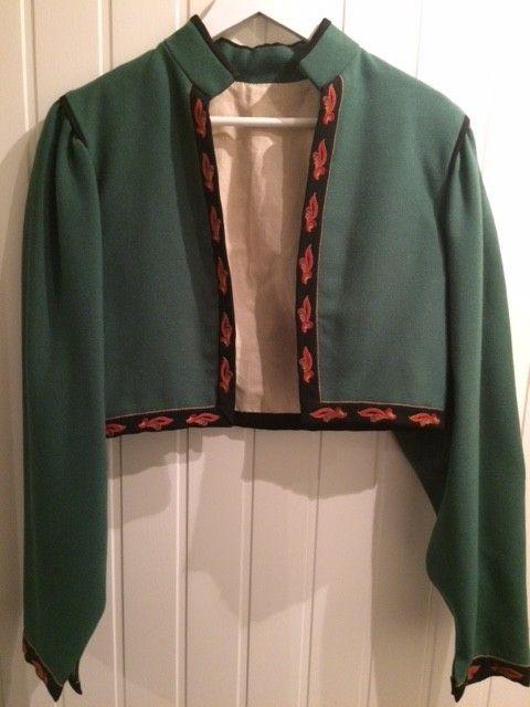Svært pent brukt jakke til Vest Telemark bunad, farge grønn