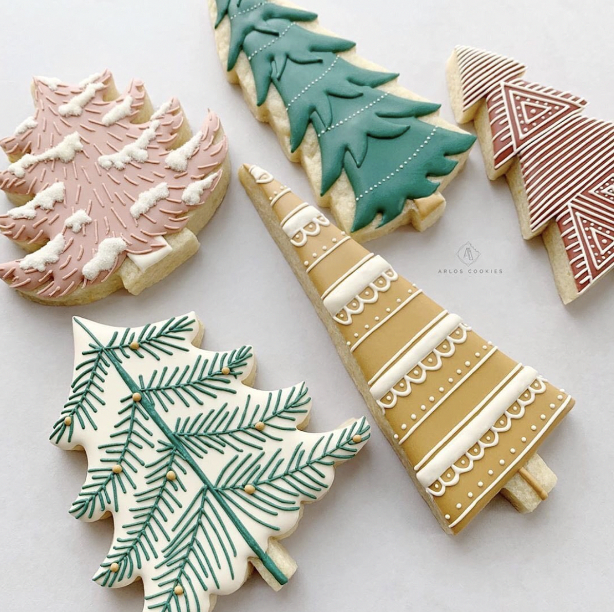 This handy tool makes decorating easy and fun and fits in your hand, Perfect for a child to handle as well … in 2020   Christmas cookies, Holiday cookies, Christmas goodies