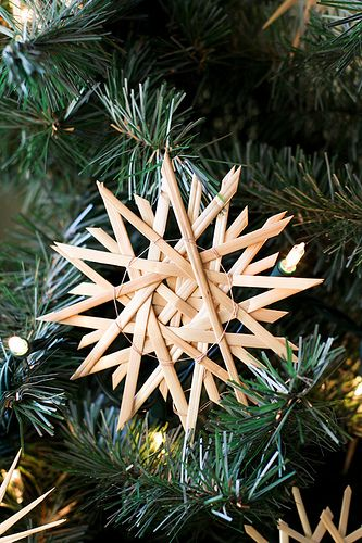 German Straw Stars Used To Make Those With My Mom When We Were Kids Got To Look It Up And Do It With The Scandinavian Christmas German Christmas Christmas