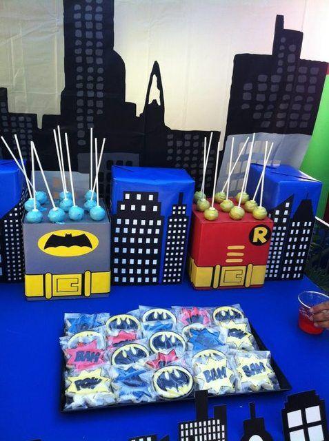 Love these Batman cake pop stands #batman #cakepops