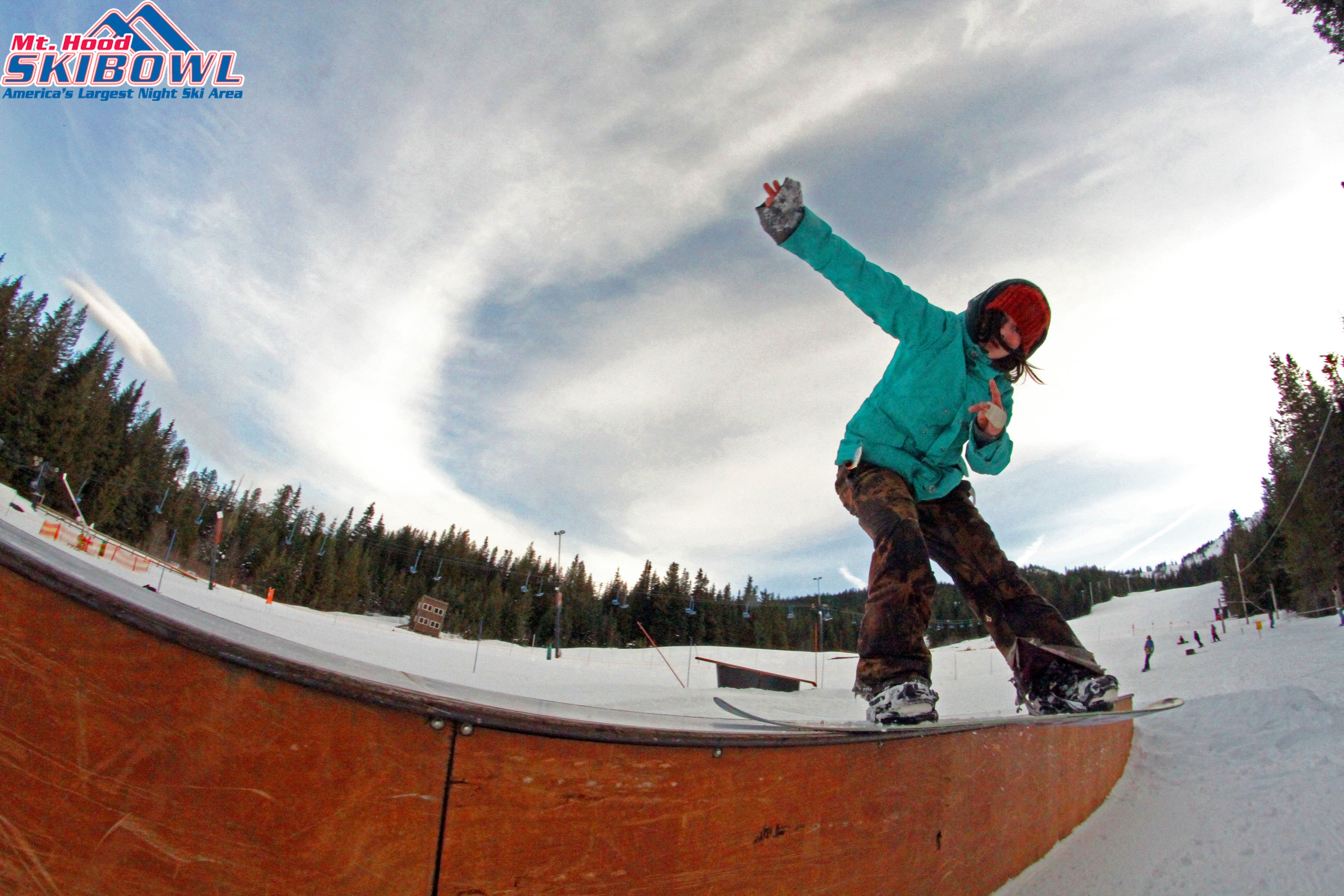 The 4 F Rail Jam Series Held At Skibowl Offers All Types Of Rails Jibs And Creative Features For Beginners And Elite Skiers And Rider Skiing Good Times Skier