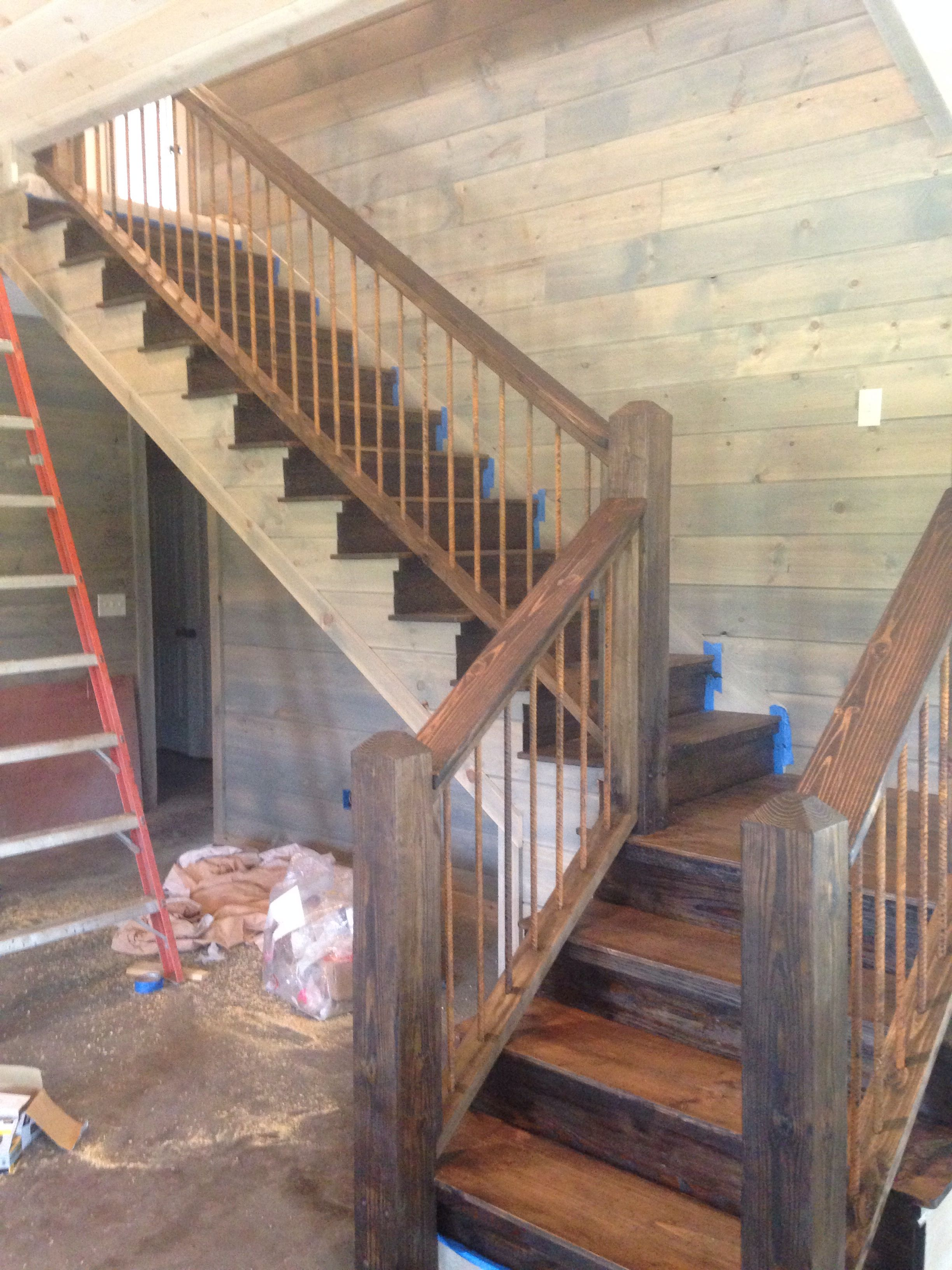 Staircase rusted rebar new house pinterest escalera for Barra bajo escalera