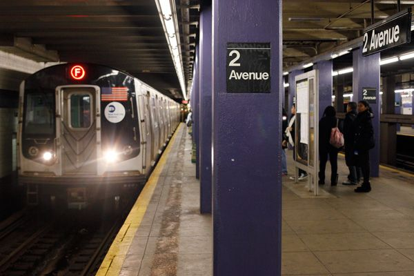 NYC income levels by subway stop — this is crazy. This Shocking Chart Shows Us NYC's Inequality Problems
