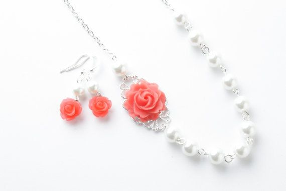 This elegant and very feminine necklace will give you a touch of romance. It is made of white glass pearls, coral resin rose cabochon and a