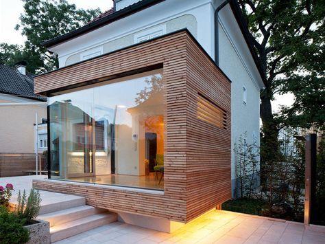 Extension ossature bois avec baie vitrée ouvrant sur une terrasse