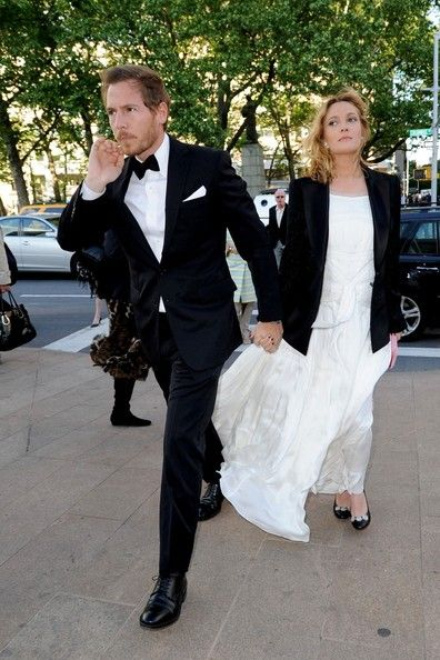 Drew Barrymore Photos - Drew Barrymore and fiance Will Kopelman are dressed up as they arrive for a night at the opera with Drew's apparent baby bump showing through her dress - May 2012