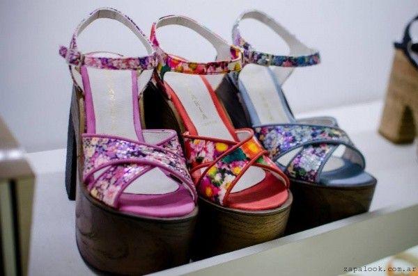 Nazaria calzados primavera verano 2016 – Sandalias estampadas floreadas