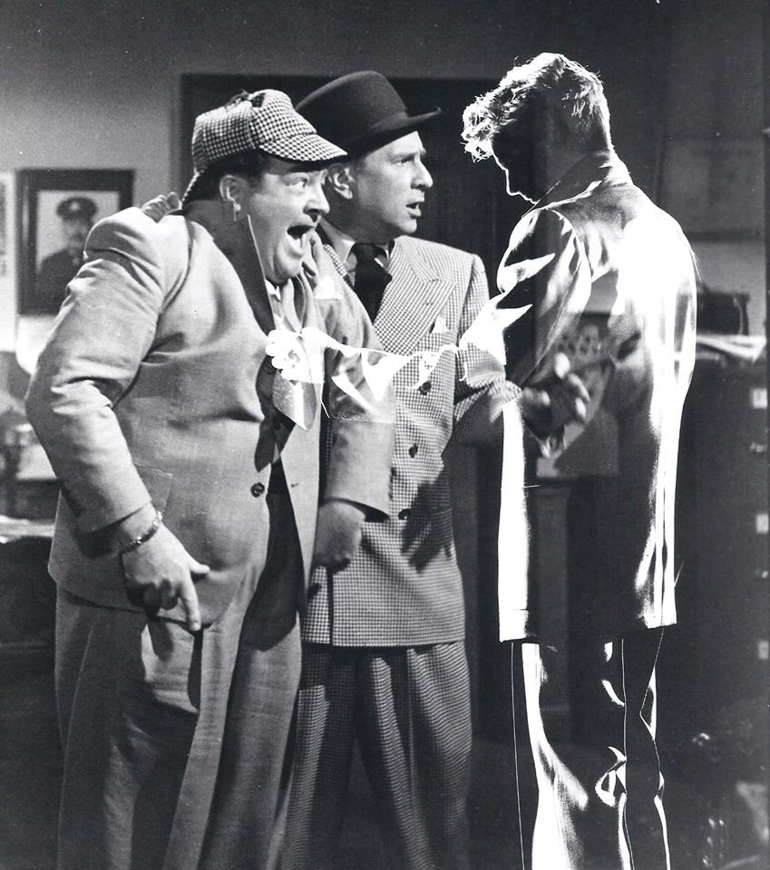 Abbott And Costello Meet The Invisible Man Abbott And Costello Meet The Invisible Man Abbott And Costello Classic Horror Movies Classic Comedies