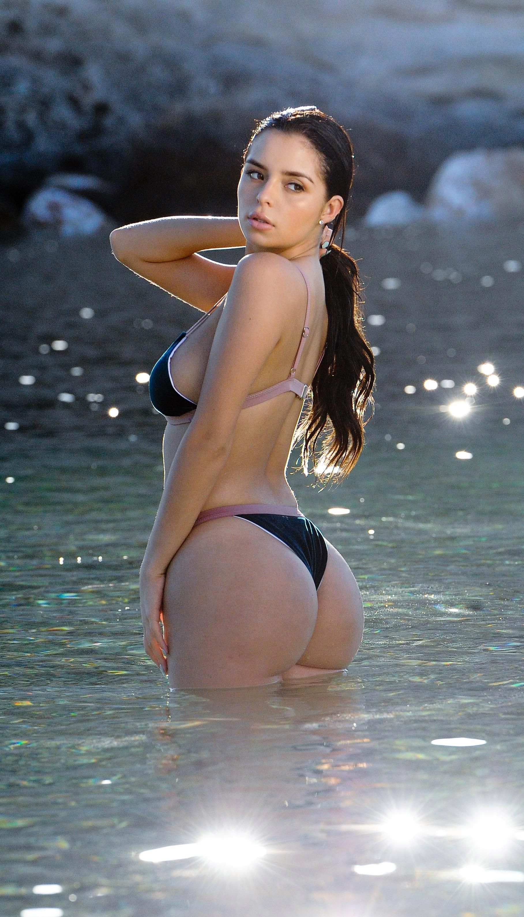 Brunette Sexy Ass! Amazing