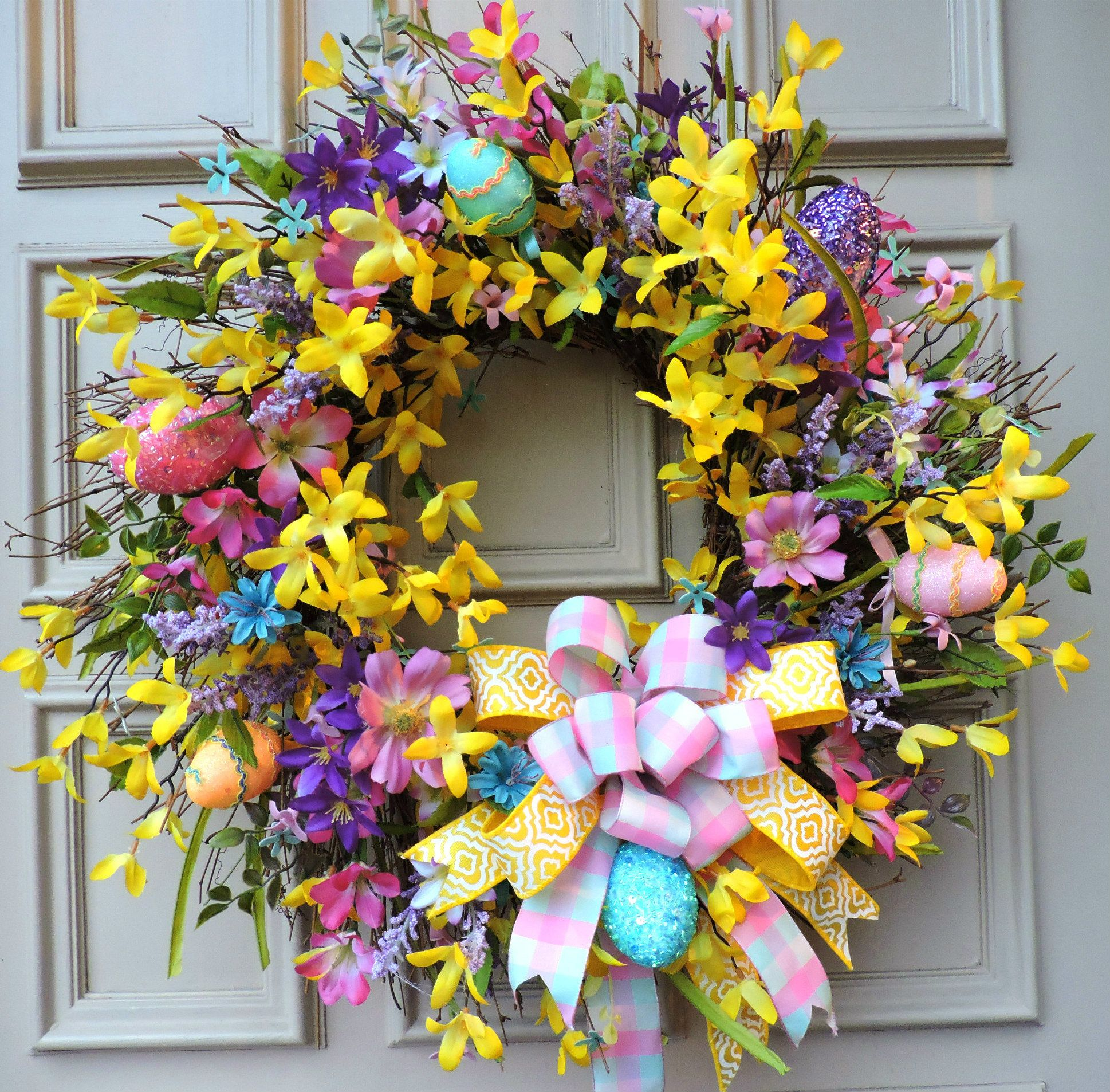 Easter Egg Wreath Pre-Lit for Front Door Easter Decor Hanging Ornaments for The Home Spring Wreath with Mixed Daisy Flowers Easter Wreath Twigs and Pastel Eggs for Easter Holiday Home Wall D/écor