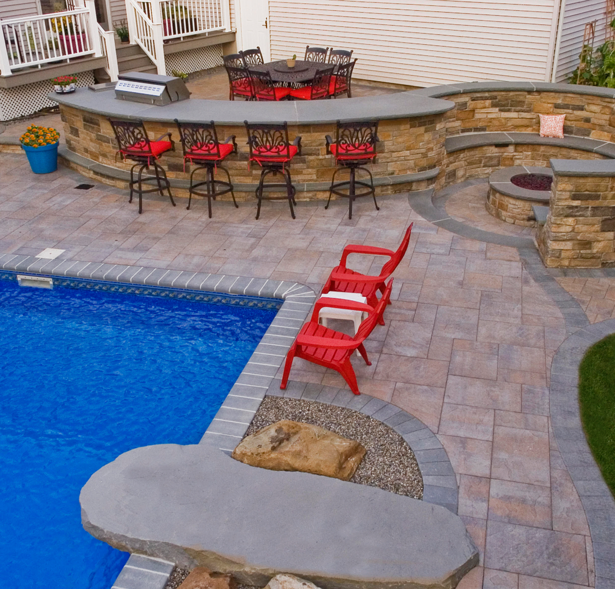 Looking For A Pool Patio Like This Create Your Own Beautiful Backyard With Pavingstones From Cambridge Armortec Click The