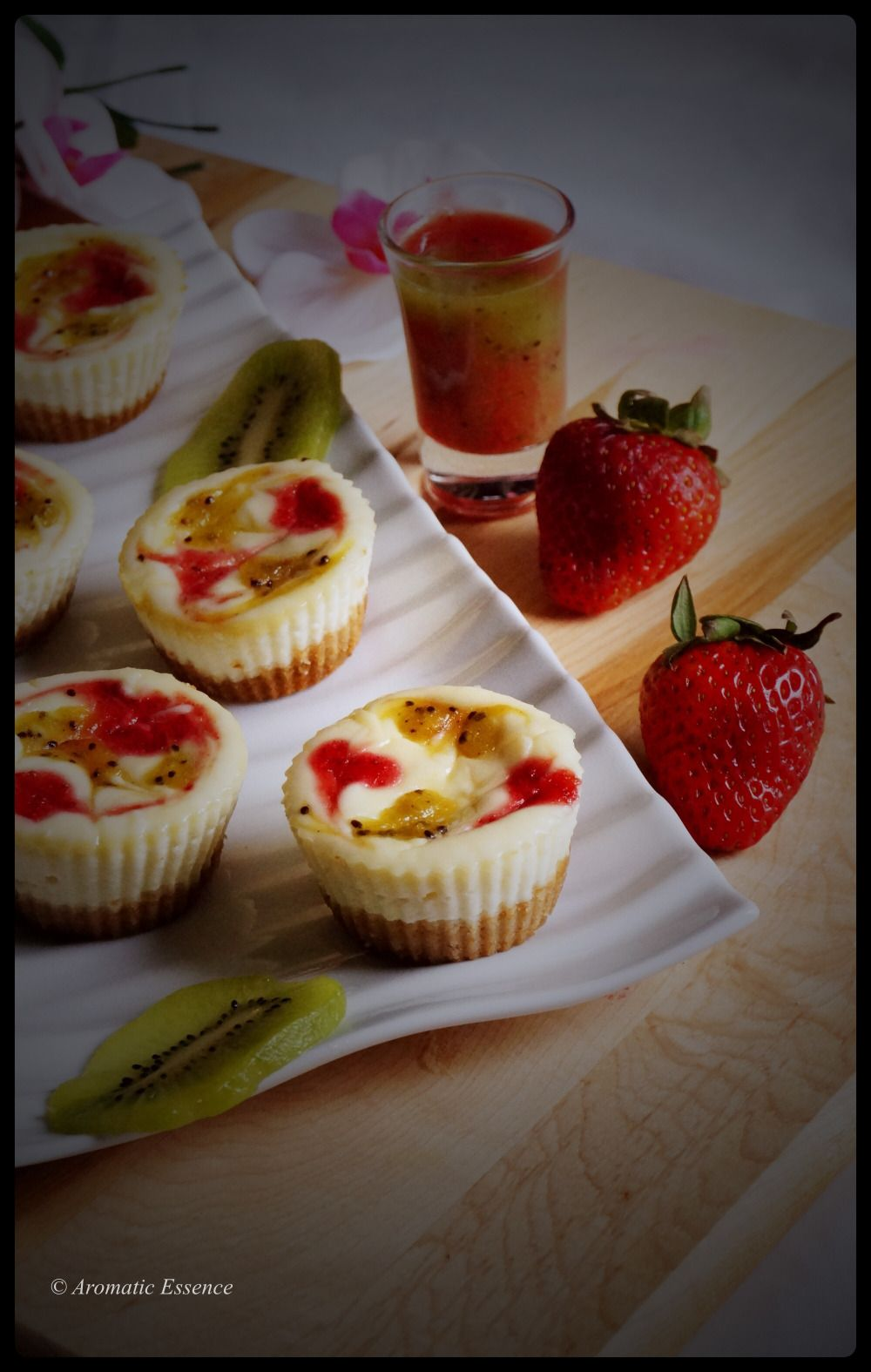 Strawberry and kiwi swirl muffin cheesecake