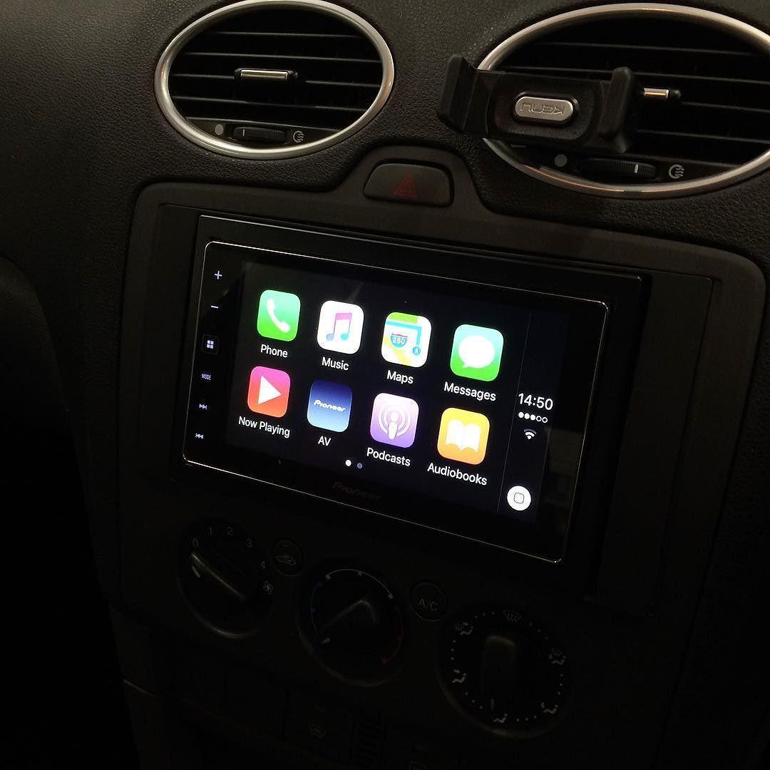 Pioneer SPH-DA120 Apple CarPlay installed into a Ford Focus