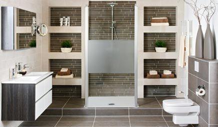Brugman bathroom: mooie indeling met kasten en inloopdouche Badkamer ...